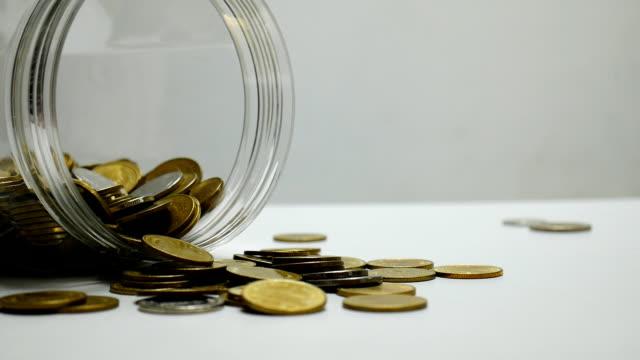 таиланд деньги монеты - white background стоковые видео и кадры b-roll