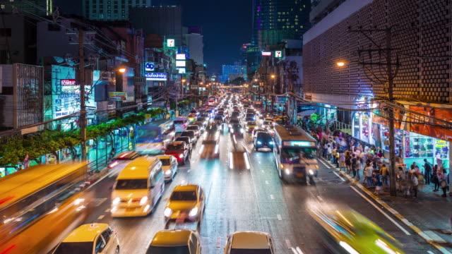 tayland gece sokak trafik şehir köprüsü panorama 4k zaman atlamalı - bangkok stok videoları ve detay görüntü çekimi