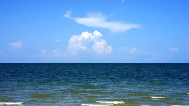 thailand havsutsikt med blå himmel - turkos blå bildbanksvideor och videomaterial från bakom kulisserna