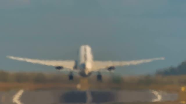 tayland yaz saati yitirmesi hava jeti düz kalkış görüntülemek hd phuket - hareketlilik stok videoları ve detay görüntü çekimi