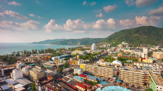 vídeos de stock, filmes e b-roll de panorama de telhado do tailândia dia ensolarado patong beach cidade 4k lapso de tempo - phuket