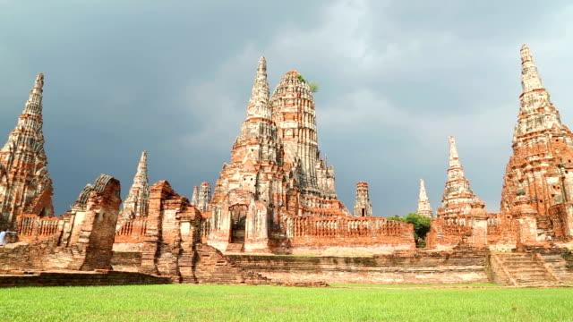 tempio della statua del buddha, thailandia - full hd format video stock e b–roll
