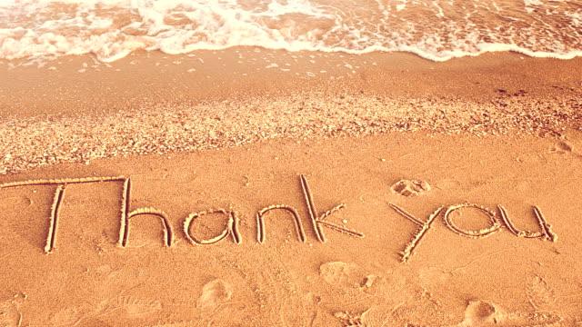 Danke handschriftlich im Sand am Strand – Video