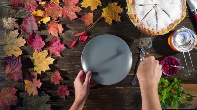 thanksgiving apple pie - nadziewany placek filmów i materiałów b-roll