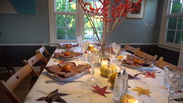 thanksgiving day table setting - arredamento video stock e b–roll