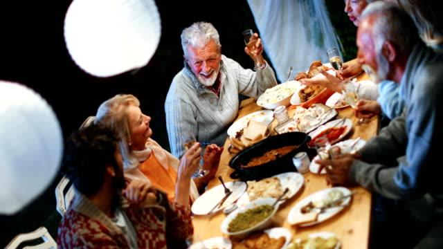 stockvideo's en b-roll-footage met thanksgiving diner. - breakfast table