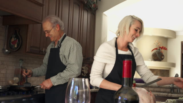 Thanksgiving Family Diner Meeting and Cooking Turkey video