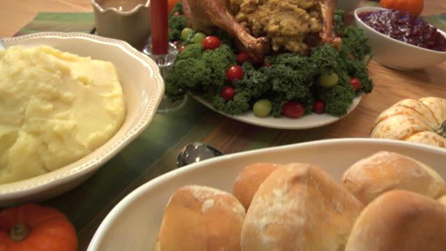 vidéos et rushes de thanksgivng repas - banquet