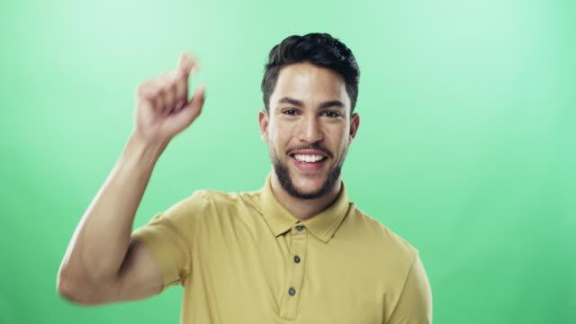 stockvideo's en b-roll-footage met dat klopt, ik kijk naar je - hand pointing