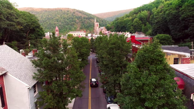 the aerial panoramic scenic view of the small mountain city jim thorpe (mauch chunk)  in poconos, pennsylvania - горы поконо стоковые видео и кадры b-roll