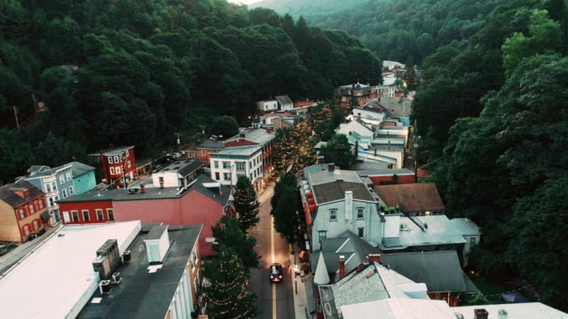 the aerial panoramic scenic view of the small mountain city jim thorpe (mauch chunk)  in poconos, pennsylvania. drone footage with the slow forward camera motion. - горы поконо стоковые видео и кадры b-roll