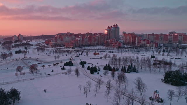 the aerial panoramic view on the residential district with multistorey apartment buildings over the park in the big city - беларусь стоковые видео и кадры b-roll
