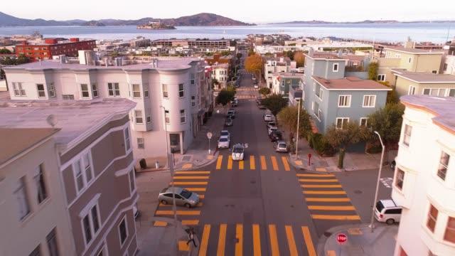 vídeos de stock e filmes b-roll de the aerial view of san francisco, california - encosta