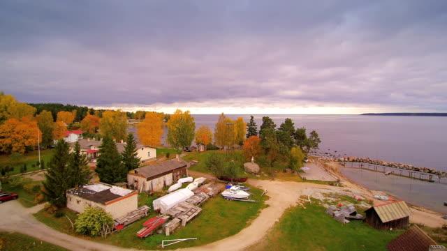 kasmu küçük köy havadan görünümü - estonya stok videoları ve detay görüntü çekimi