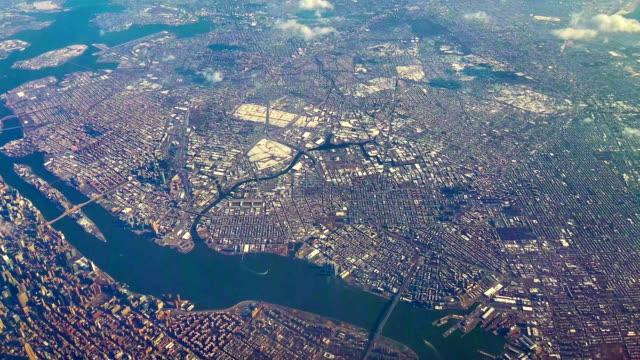 通過客機的窗戶鳥瞰曼哈頓和布魯克林 - 航拍 個影片檔及 b 捲影像