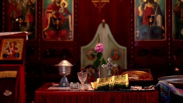 vídeos de stock, filmes e b-roll de o altar - primeira comunhão