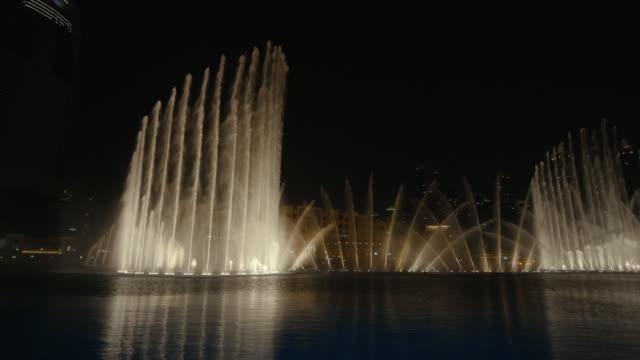 The amazing night water show of Dubai fountain