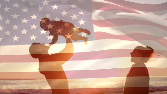 den amerikanska flaggan och en familj på stranden under solnedgången för fjärde juli. - moods vector boy bildbanksvideor och videomaterial från bakom kulisserna