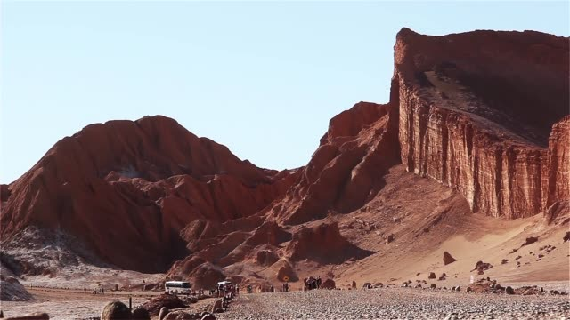 stockvideo's en b-roll-footage met het amfitheater, moon valley, atacama desert. - maasvallei