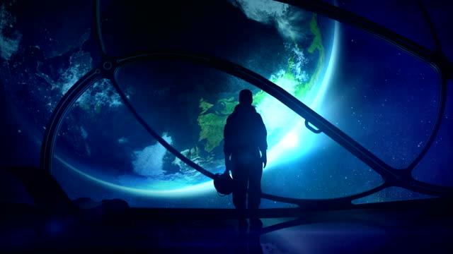 El astronauta se ve en el mundo - vídeo