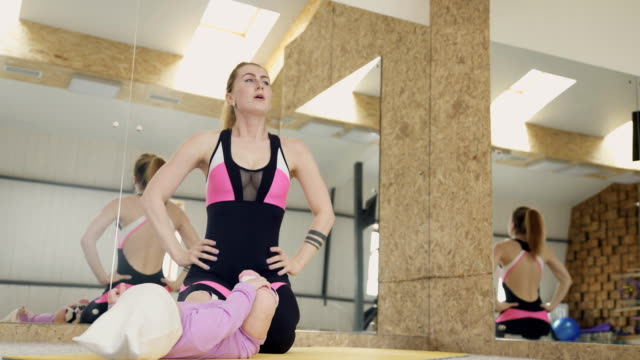 The athlete during fitness with the kid rests between exercises video