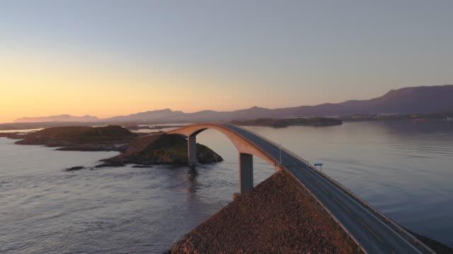 the atlantic ocean road, møre og romsdal, norway - oceano atlantico video stock e b–roll