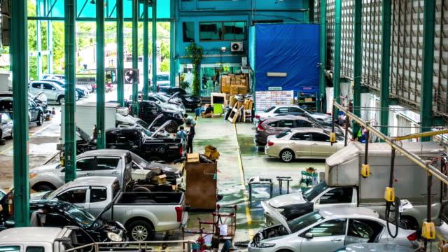 die automobilfabrik reparatur auto - garage stock-videos und b-roll-filmmaterial