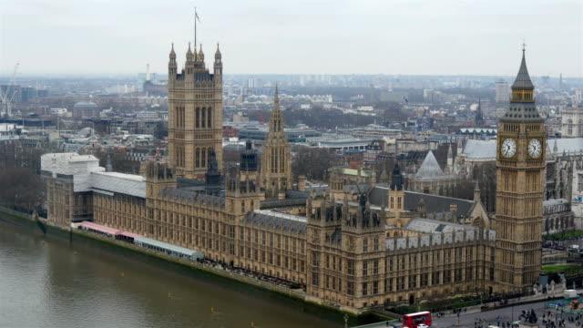 vídeos de stock e filmes b-roll de the back view of the palace of westminster in london - jogos internacionais
