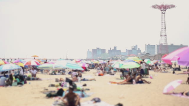 stockvideo's en b-roll-footage met het strand bij coney island - summer style