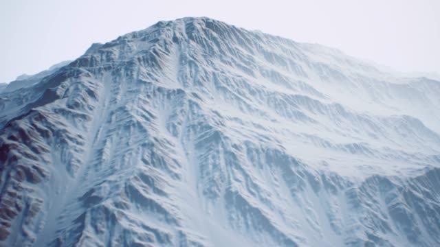stockvideo's en b-roll-footage met de prachtige bergen, winter landschap. winter achtergrond - christmas tree