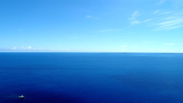 vídeos de stock e filmes b-roll de the beautiful seascape at okinawa in japan - linha do horizonte sobre água