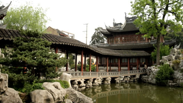 The beautiful Yu Yuan Chinese gardens in Shanghai video