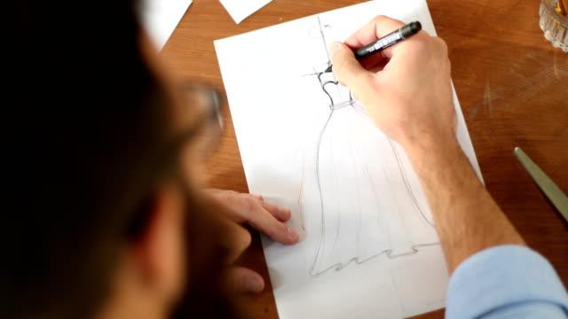 vídeos y material grabado en eventos de stock de los comienzos de un hermoso vestido de noche - bocetos de diseños de moda