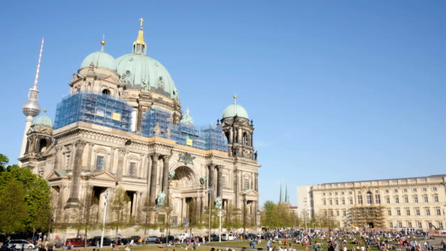 The Berliner Dom and the new Berliner Schloss, time lapse