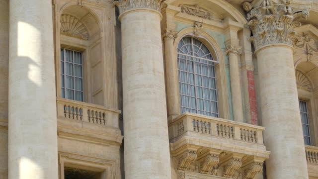 vatikan, saint peter bazilikası büyük demeti - vatikan şehir devleti stok videoları ve detay görüntü çekimi