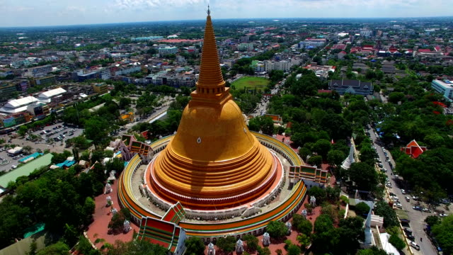 the big yellow pagoda in Nakorn Pathom province the biggest pagoda in Thailand video