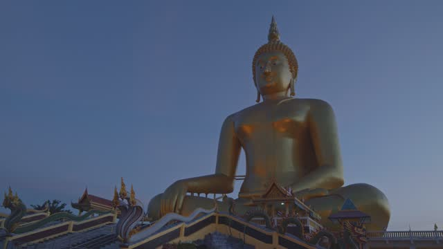 the biggest Buddha statue in the world at Wat Muang