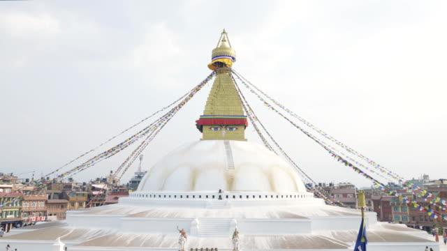 en büyük stupa boudhanath vadisi'nde katmandu, nepal. - stupa stok videoları ve detay görüntü çekimi