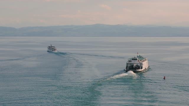 vídeos de stock e filmes b-roll de the boats ship sail away - transatlântico