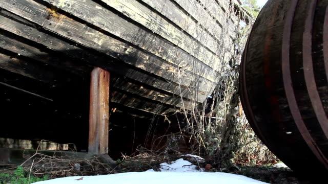 the bottom part of the wrecked boat - skrov bildbanksvideor och videomaterial från bakom kulisserna