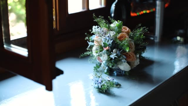 the bouquet toss - bouquet video stock e b–roll