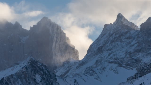 The Breche de Fauraut in winter (time-lapse). Faraut mountain, Champsaur, Hautes-Alpes, Alps, France - vídeo