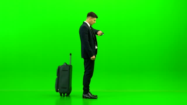 Video The businessman walking with a bag on the green background
