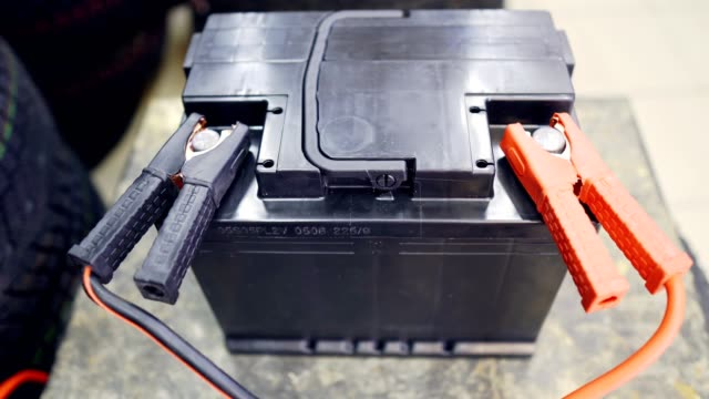 The car battery is charging while it is shaking from voltage