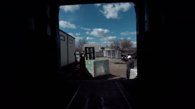 The cargo loading video