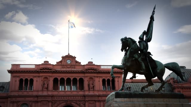 La Casa Rosada, en Plaza de Plaza De Mayo, Buenos Aires (Argentina). - vídeo