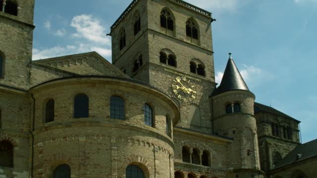saint peter katedrali, trier, almanya - katedral stok videoları ve detay görüntü çekimi