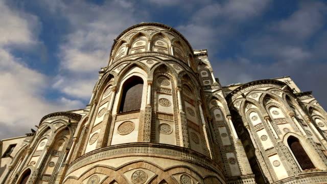 モンレアーレ大聖堂大聖堂は、イタリア南部のシチリア島、モンレアーレにあるローマカトリック教会です。 - モンレアーレ点の映像素材/bロール