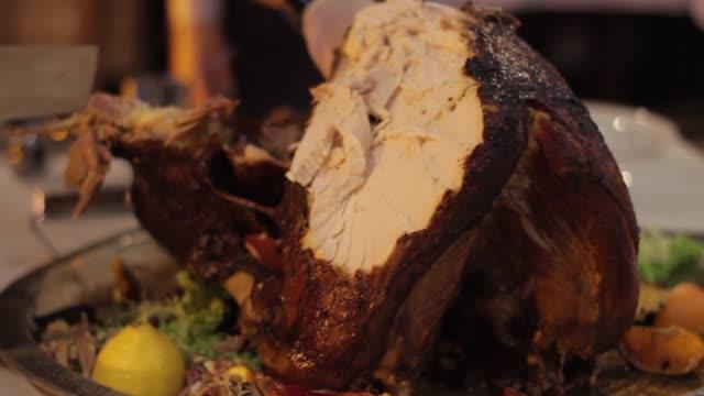 the chef cuts a large turkey on a colorful background - indyk pieczony filmów i materiałów b-roll