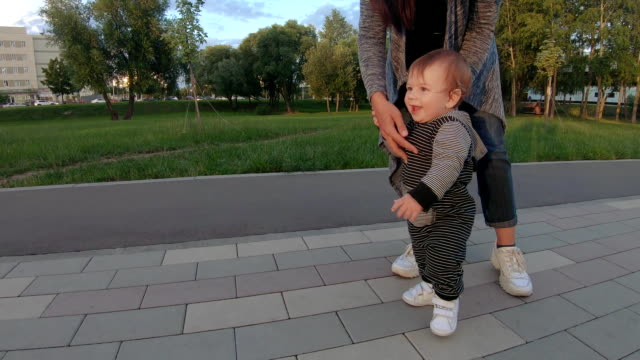 The child learns to walk video